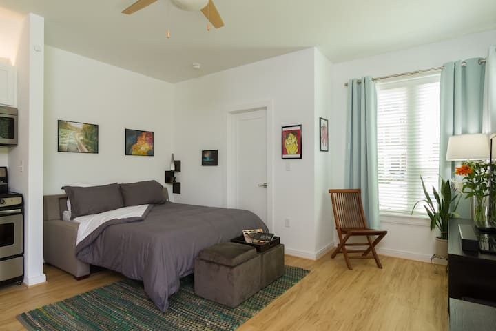 Modern Efficiency Apartment with ALL Amenities - Richmond - Daire