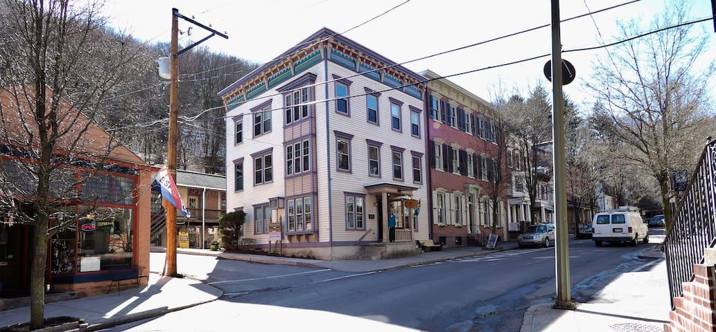 Downtown Apartment - Jim Thorpe - Departamento