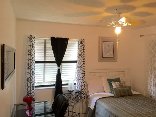 Located in South Miami, close to the keys - Homestead