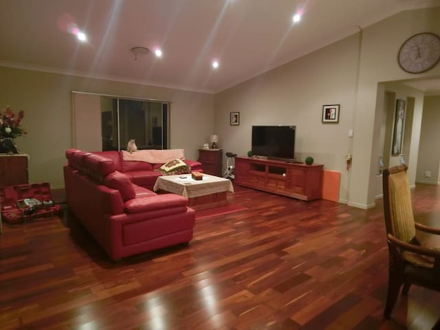 Master room in Modern House with private Pool - Parkinson - Ev