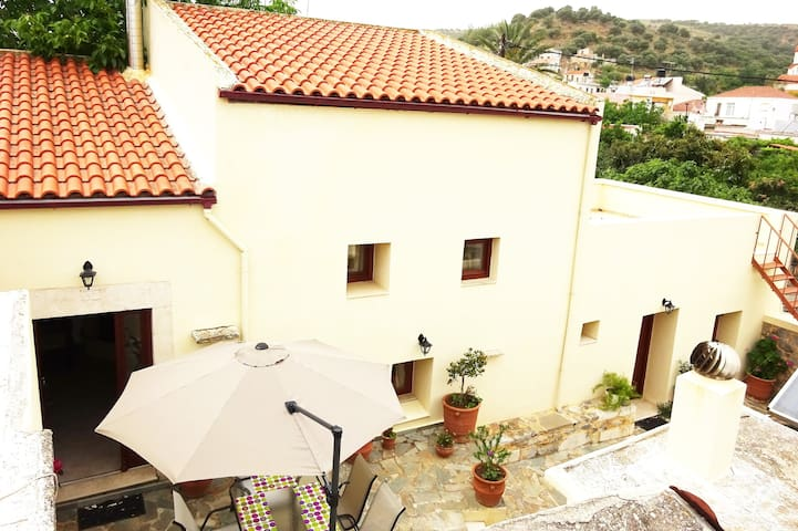 BEAUTIFUL STONE MANSION  IN APOSTOLI PEDIADOS - Apostoli, Crete - Huis