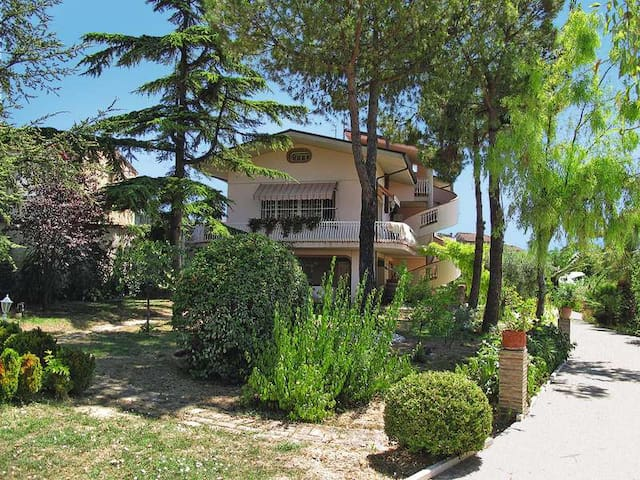 WONDERFUL VILLA WITH HEATED POOL FOR GROUPS - Case Alte - 別荘