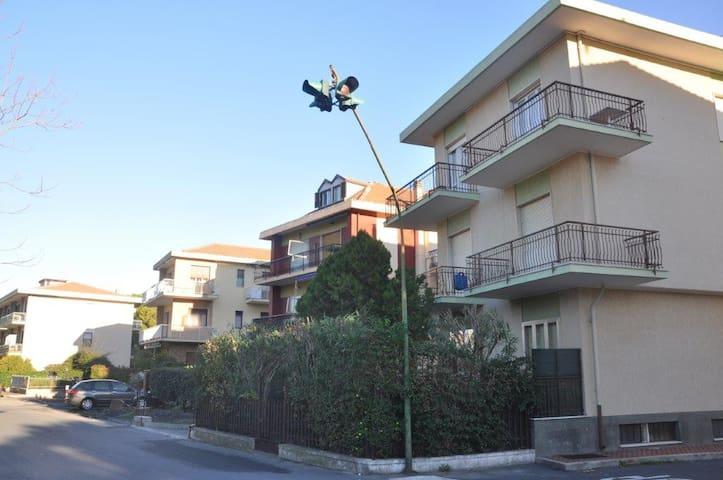 Comodo appartamento a 500 m dal mare - Diano Marina - Apartament