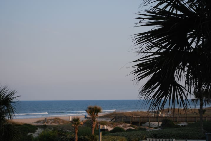 Modern One Bedroom Ocean Front Condo on Amelia - Fernandina Beach - Apartament