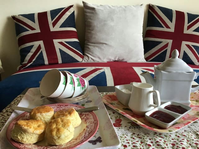 Everything Warm & English Homestay. - Cameron Highlands - Bed & Breakfast
