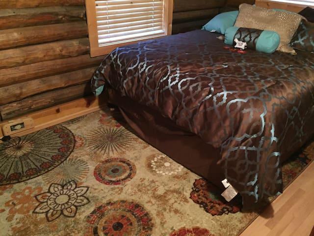 Charming 2 Bed/2 bath log home - Warner Springs - Huis