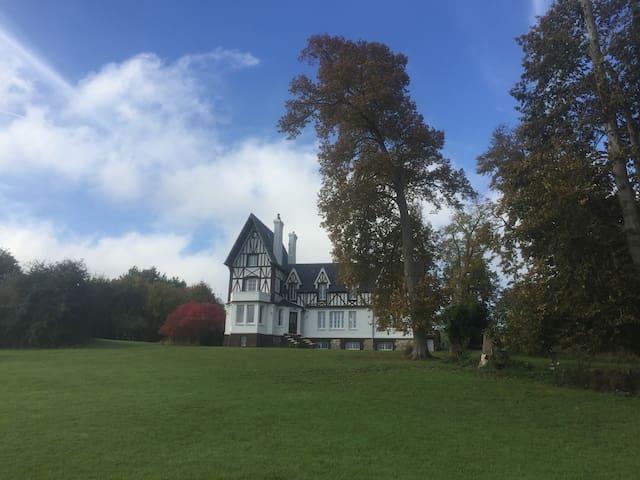 Le Manoir de la Martinière - Normandy (France) - Lisieux - Feriehjem
