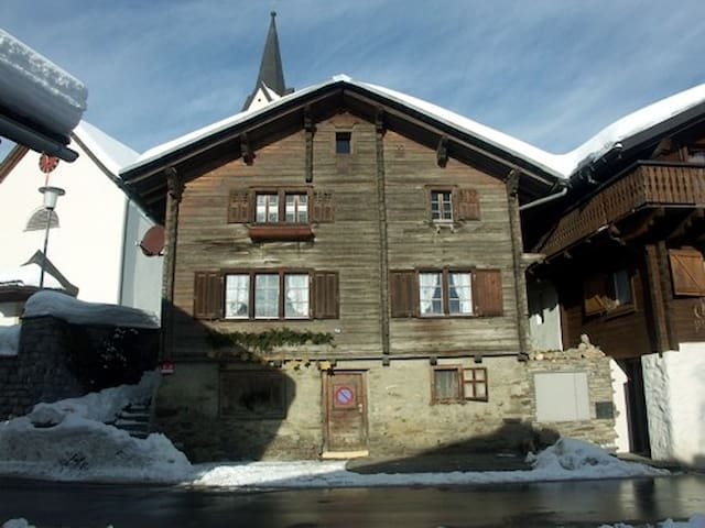 Charming house in ch-mountains - Morissen - Bed & Breakfast