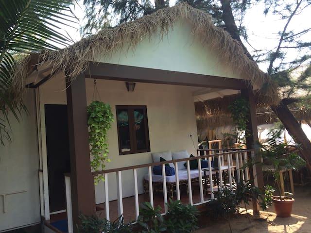 Well-furnished beach hut on Agonda beach - Agonda - Skjul