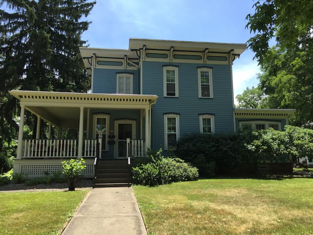 Historic Home right off campus! - Oberlin - Appartement