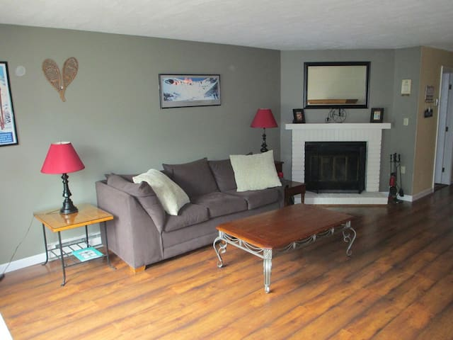 2BR Townhouse 5 minutes from Loon - Woodstock