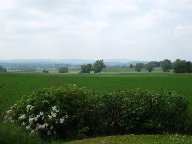 Traumhaft ruhige Ferienwohnung - Kulmbach - Lägenhet