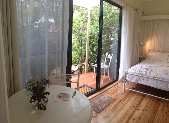 private room & balcony with gdn entrance, free NBN - Highfields - Rumah