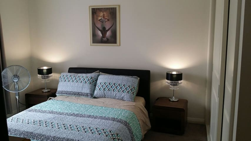 New Bedroom  with full ensuite - Glenroy - Σπίτι