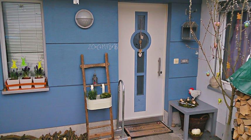 Cozy room for 1-3 people - Oeschgen - Ev