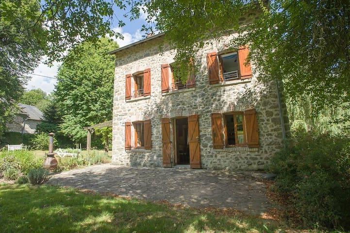 Farmhouse on river Gartempe with beautiful views - Saint-Priest-la-Feuille - Konukevi