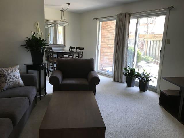 Large 2 bedroom, full kitchen, patio and garden. - Peterborough - Departamento