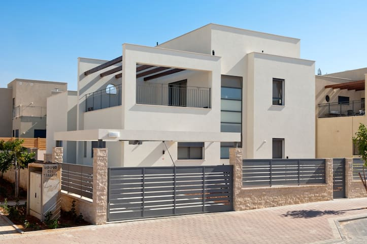 The Brenner Hill Home - Rehovot - Huis