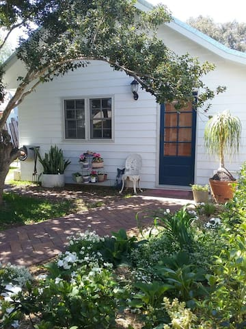 Garden Studio in fabulous location - Windsor - Vila