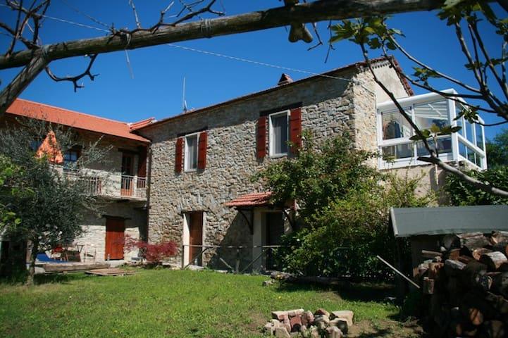Traumhafte Ferienwohnung in der Langhe im Piemont - San Giorgio Scarampi