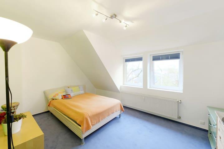 1 Freies Zimmer in bestehende WG zu Vermieten - Bremen - Dům