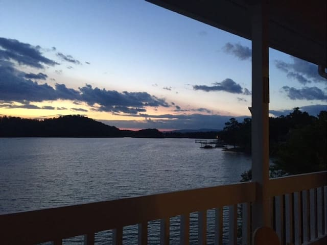 Lakefront Town home on Lake Chatuge - Hiawassee