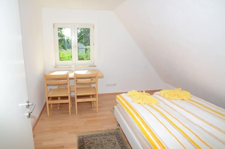 Gemütliches Gästezimmer nahe S-Bahn Katzwang - Nürnberg - Haus