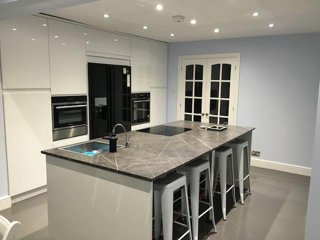 Modern room - Sedbury - Rumah