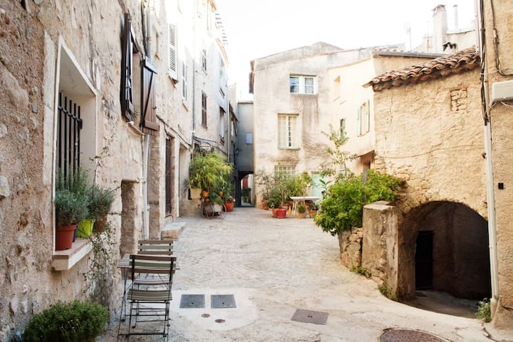 Cute 1BD in medieval village - Fayence - Apartament