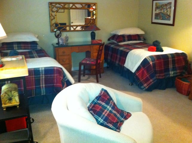 Pittsburgh Area Guest Room For Two - Cranberry Twp - Casa