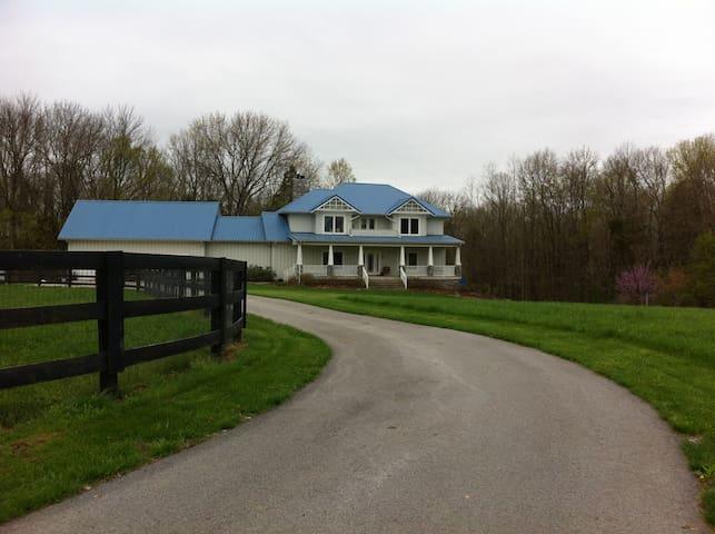 Blues End Farm Bed and Breakfast - Shelbyville - Bed & Breakfast