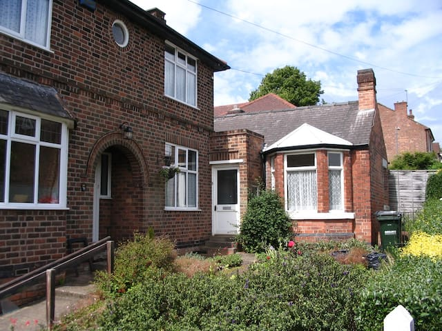 Self-contained annexe and garden - Nottingham