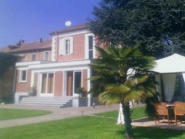 INTERA VILLA A CASTELNUOVO BELBO AT - Castelnuovo Belbo
