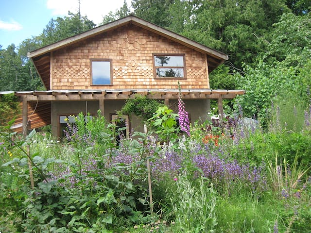 Hiker's Delight (Entire House) - South Galiano Isl - Southern Gulf Islands - Hus