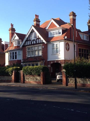 Large Edwardian Home close to Town Centre - Eastbourne - Casa