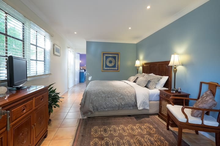 Elegant, private and spacious airconditioned suite - Macleay Island