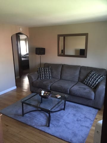 Remodeled APT Near Airport - Pittsburgh - Apartamento