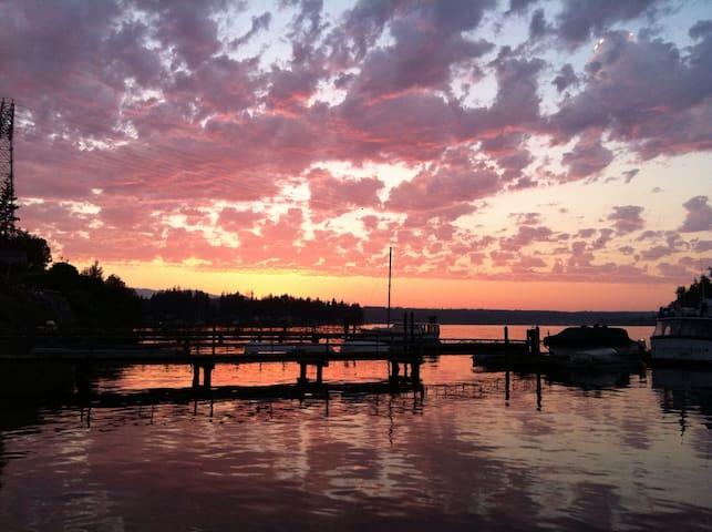 Artesian  waterfront dream cottage - Keyport - Houten huisje