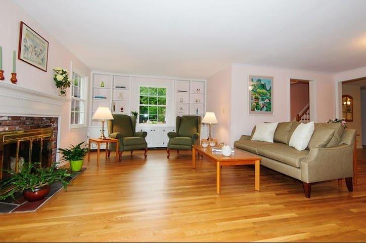 Cozy Room in Acton MA - Acton - Huis