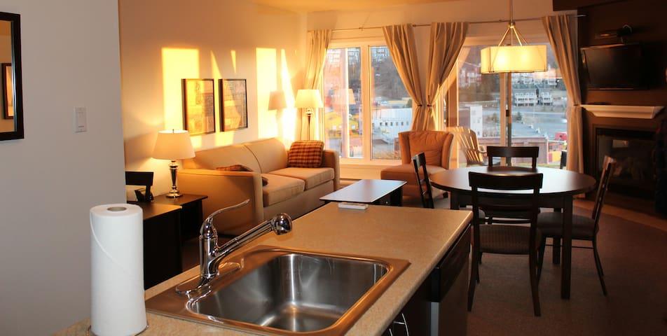 Luxueux condo au pied des pentes - Bromont - Appartement