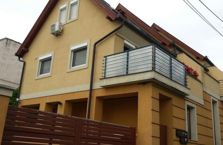 Schöne Maisonnettewohnung mit Klimaanlage - Keszthely - Apartamento