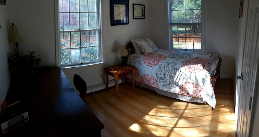 Twin Bed in a Private Room for One - Newmarket - Ev