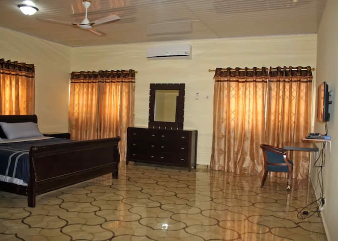 The Whitestone Inn Guest House - Madina - Bed & Breakfast
