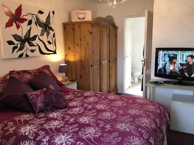Boutique Ensuite Room On Own Level - Walsall - Bed & Breakfast