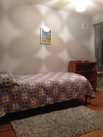 single bedroom & bathroom - Lucan - Дом