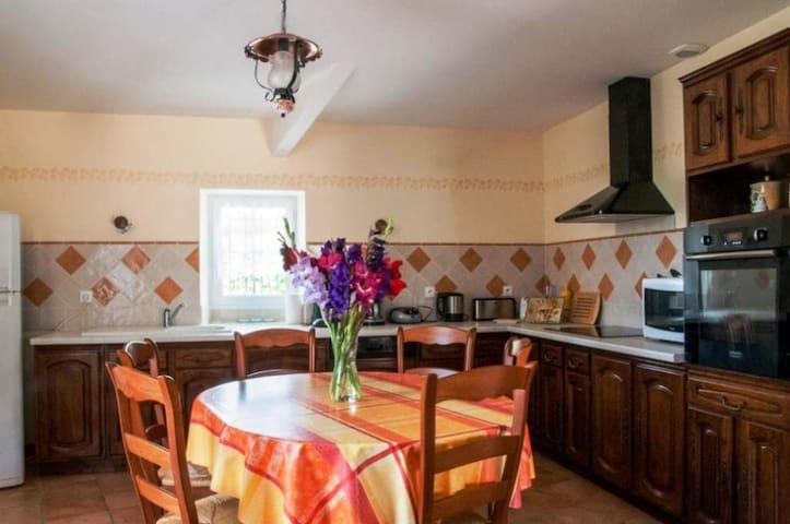 Magnifique Maison avec Piscine à la Campagne - Semoussac - Hus