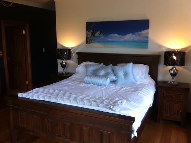 Regatta Park - A Mid North Coast Rural Retreat - Minimbah - Bed & Breakfast