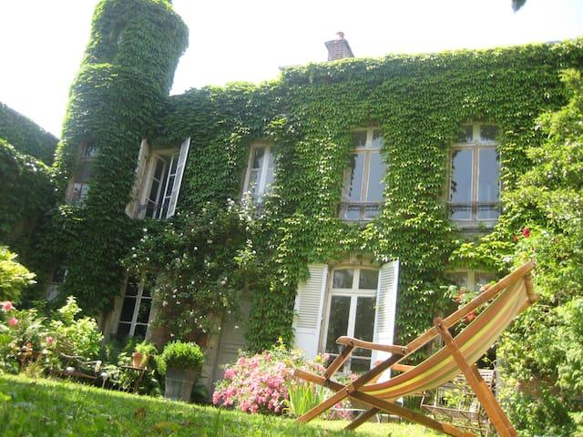 Grande chambre au centre ville - Charleville-Mézières - Bed & Breakfast