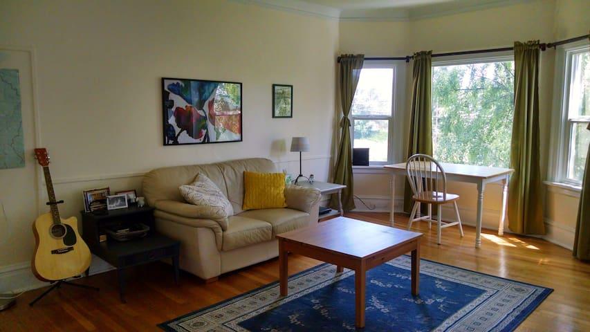 Spacious, comfortable apartment near Mt. Rainer - Enumclaw
