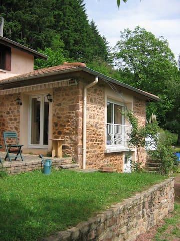 Charmante maison à la campagne - Thizy-les-Bourgs - Huis